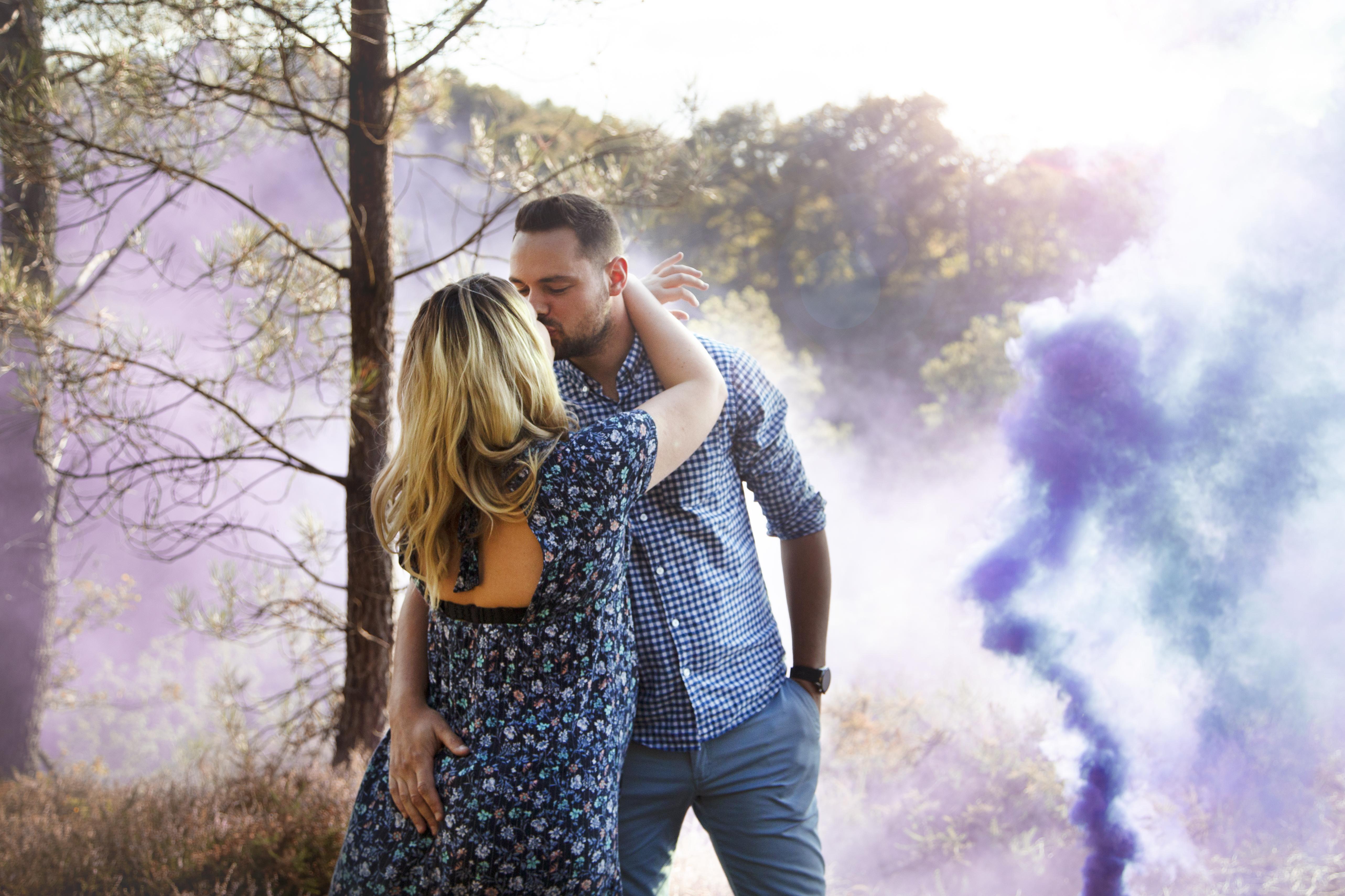 Séance photo grossesse en couple à la Chambre aux loups en Ille-et-Vilaine